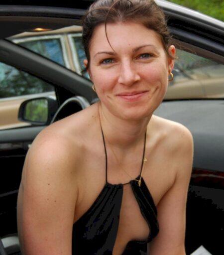 Femme libertine soumise pour mec qui apprécie la domination disponible