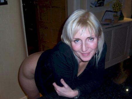 Jolie coquine qui est intéressée par un plan sexe