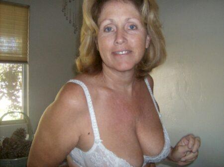 Passez un rancard sans lendemain avec une femme cougar sexy