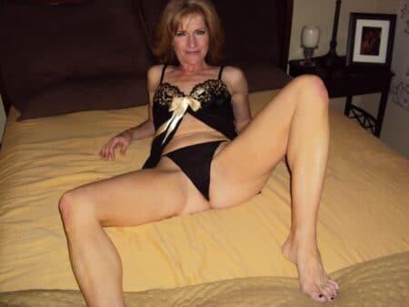 Pour un plan sexe sans tabou avec une femme mature coquine